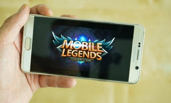 Do You Play League of Legends on Mobile