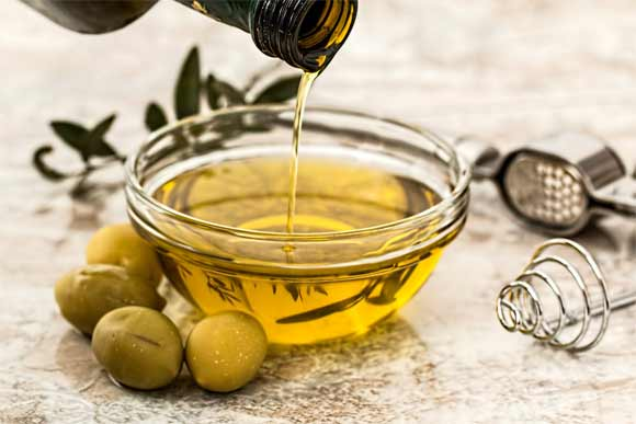 Do massage with olive oils