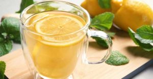 Read more about the article What Does Hot Lemon Water Do For Weight Loss?